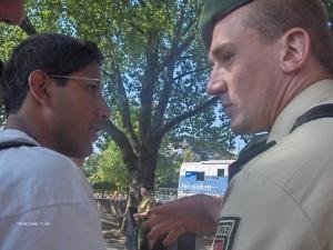 Intortare le forze dell'ordine (qui nella foto eravamo a Colonia): una dote.