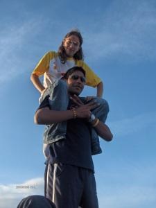 """20/08/2013: io e la Isa, dopo esserci abbondantemente esercitati nella """"giocoleria"""" con 3-4 palline!"""