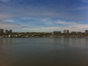 Il New Jersey visto dalla sponda del fiume Hudson, dall'alto del Riverbank State Park