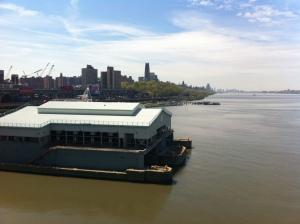 Downtown Manhattan e Jersey City viste in lontananza dal Riverbank State Park, estremità Sud.