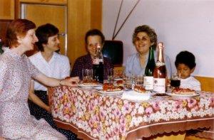 Una foto vintage con me, la Mamma, la Nonna Lina, e le zie nella nostra vecchia casa