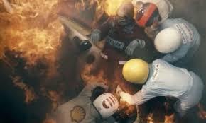 Niki Lauda è famoso per le sue vittorie e per il drammatico incidente di cui fu vittima. Il film lo racconta in modo molto realistico. Da professionista del settore, ho molto apprezzato i particolari. Del resto, è successo davvero ai tempi della Formula 1 ancora eroica.